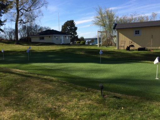 Puttinggreen och foregreen på trädgårdstomt i Saltsjö-Boo