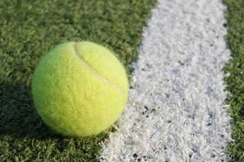 Konstgräs tennisboll