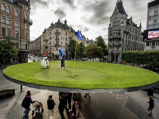 Henrik Stenson spelar golf på Stureplan