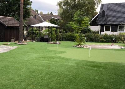 Villaträdgård med multisportyta i Täby